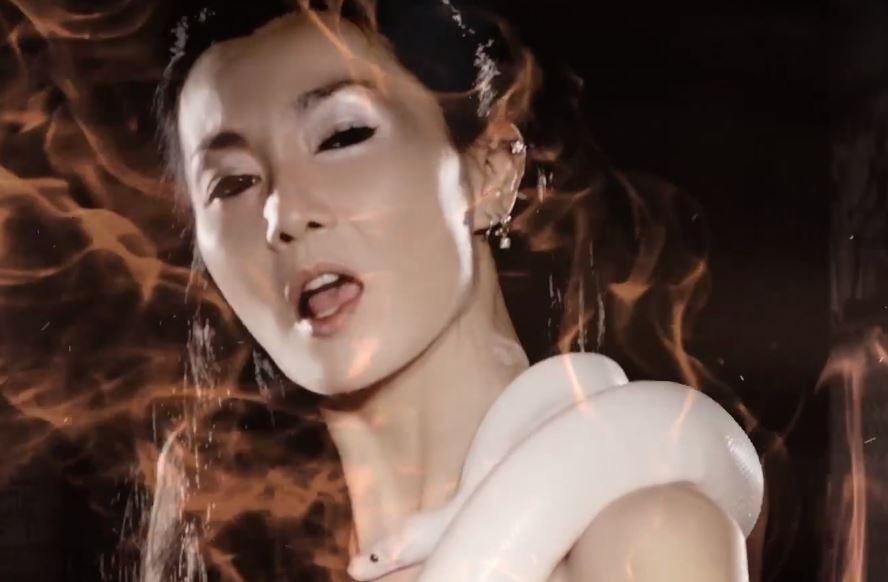 影后張曼玉轉戰歌壇,於16年推出的單曲〈Look In My Eyes〉,MV由她自編自導自演。